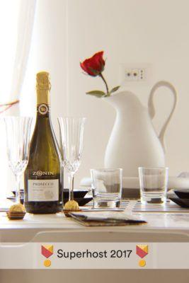 MONO'Glu ApARTment - Brocca e spumante con bicchieri